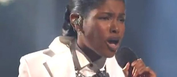 Diamond White sings I have Nothing by WHitney Houston as she returns as a wild card